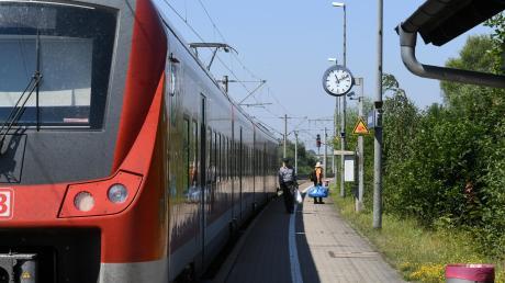 Kritik wird laut an den Planungen zum Bahnausbau auf der Strecke Augsburg–Ulm, der Horgauer Gemeinderat will eine Trasse entlang der Autobahn unbedingt verhindern. Momentan fahren die Regionalzüge unter anderem durch Gessertshausen (unser Bild).
