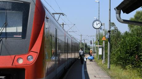 Kritik wird laut an den Planungen zum Bahnausbau auf der Strecke Augsburg-Ulm, der Horgauer Gemeinderat will eine Trasse entlang der Autobahn unbedingt verhindern. Momentan fahren die Regionalzüge unter anderem durch Gessertshausen (unser Bild).
