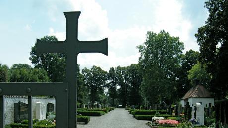 Neben dem Biberbacher Friedhof soll ein großer Parkplatz angelegt werden, der ausreichend Stellflächen für die Nutzer der Kita und für Friedhofsbesucher bietet.