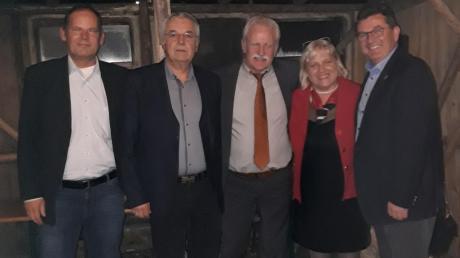 Im Bild von links: Tilo Treede, Geschäftsführer BDS Schwaben, Karl Fritz Kraus, Vorsitzender Gewerbeverband, Bürgermeister Bernhard Walter, Marlies Pschierer und Landtagsabgeordneter Franz Josef Pschierer.