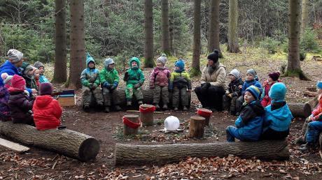 Sinn von Waldkindergärten ist es, Kindern mit wenig Mitteln viel zu bieten und sie erleben zu lassen, wie man sich mit den Dingen, die die Natur bietet, beschäftigen kann. In Diedorf gibt es demnächst einen Waldkindergarten.