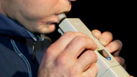 Ein Autofahrer, den die Polizei in Lauingen kontrollierte, war nicht nur betrunken, sondern hatte auch Drogen intus.