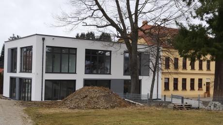 Die Sanierung des alten Kindergartens in Emersacker geht in die Zielgerade. Bald werden für die drei Gruppen großzügige und moderne Räumlichkeiten zur Verfügung stehen.