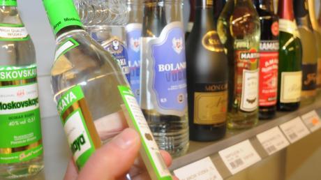 Alkoholika im Wert von mehr als 800 Euro wollte ein Diebespaar in Bobingen stehlen.