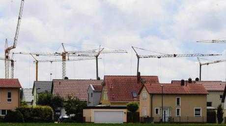 Ein neues Baugebiet soll in Breitenbronn entstehen. Nun wird diskutiert, wie ein Einheimischenmodell aussehen könnte, das Bürger der Gemeinde bevorzugt.
