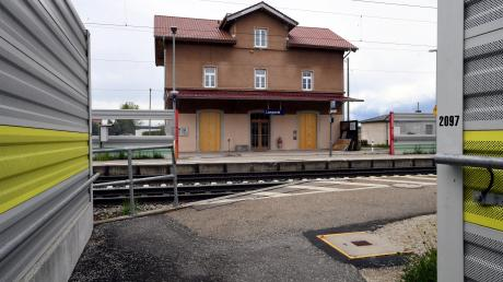 Das historische Bahnhofsgebäude in Langweid wurde umsichtig saniert und dient jetzt als Kulturbahnhof.