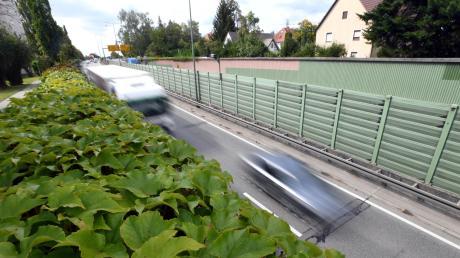 Ein großes Reizthema in Stadtbergen ist der stetig zunehmende Verkehr und die Lärmbelastung auf der B17. Tagtäglich gibt es Stau und die kleinen Stadtteile Deuringen und Leitershofen leiden unter dem Schleichverkehr.
