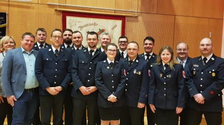 Ehrungen und Beförderungen im aktiven Dienst standen im Mittelpunkt der Jahresversammlung der Freiwilligen Feuerwehr Stadtbergen.