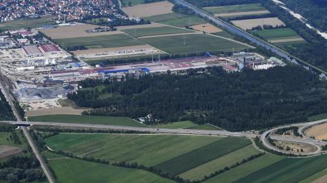 Die Lech-Stahlwerke wollen insgesamt 17 Hektar des Lohwaldes im Süden des bestehenden Werks roden, um darauf weitere Betriebe zu errichten.