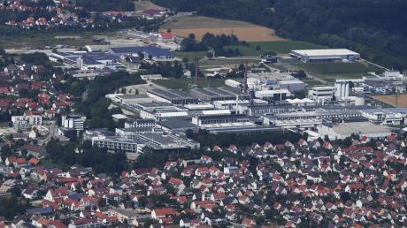 Meitingen ist ein Ort mit großen Arbeitgebern, wobei die Zukunft des SGL-Standorts Sorgen bereitet.