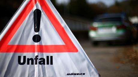 Auf der A8 bei Dornstadt hat sich ein Porsche überschlagen.
