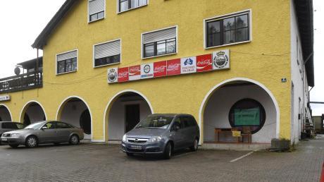 Das Gebäude der ehemaligen Disko in Horgau steht zum Verkauf. Viele Menschen haben noch Erinnerungen an die Partys dort.