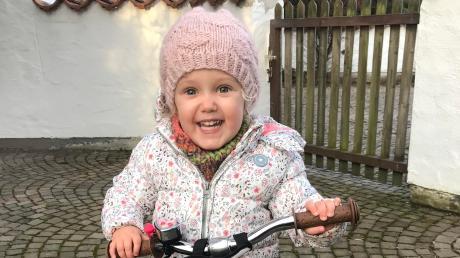 Marlene liebt ihr Trybike. Ihr großer Traum ist es, nun auch Laufradfahren zu lernen. Doch dazu muss die Dreieinhalbjährige erst in den USA operiert werden.