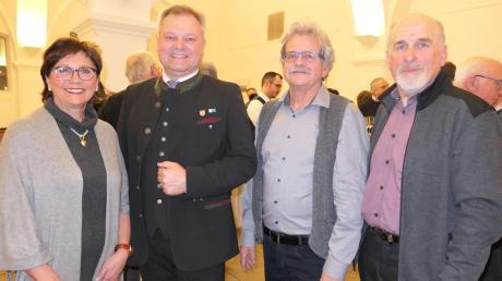 Das Soziale Netzwerk Thierhaupten feierte fünf erfolgreiche Jahre und schmiedet Zukunftspläne: (von links) Hannelore Ritzka, Bürgermeister Toni Brugger, Günther Bruckbauer und Johann Offinger.