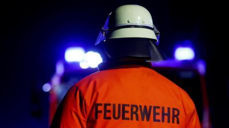 Die Feuerwehr Augsburg muss am Dienstagmittag zu zwei Bränden innerhalb kurzer Zeit ausrücken. Beide Male drang Rauch aus Wohngebäuden.