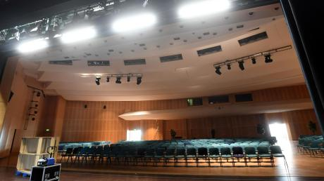 Leere Stuhlreihen, verwaiste Hallen: So wie hier in der Gersthofer Stadthalle wird es die nächsten Wochen aussehen in den großen Sälen im Augsburger Land.