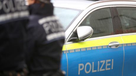 Zu einem Unfall auf einem Feldweg musste die Polizei ausrücken.