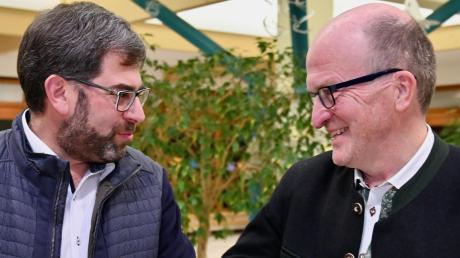 Peter Högg (WfD, rechts) bleibt Bürgermeister in Diedorf. Thomas Rittel (CSU) könnte sein Stellvertreter werden. Im Bild die beiden nach der Wahl im März.