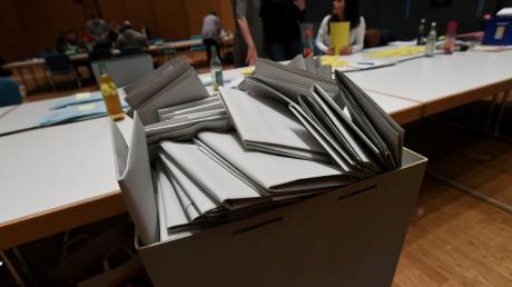 Die Stimmen vom Sonntag sind ausgezählt: In sechs Städten und Gemeinden im Landkreis Augsburg müssen die Helfer in zwei Wochen wieder ran.