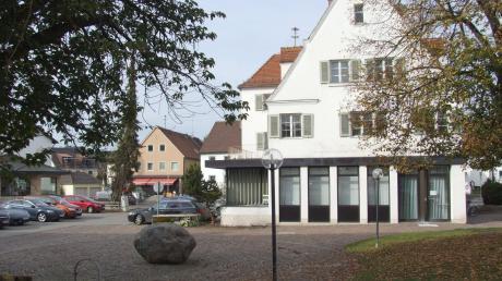 Im Sitzungssaal der Gemeinde Fischach wird es eine neue Sitzordnung geben.