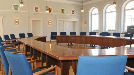 Der Sitzungssaal im Dinkelscherben Rathaus wird etliche neue Gesichter sehen.