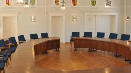 Wer übernimmt im Rathaus Dinkelscherben den Vorsitz? Ulrich Fahrner und Edgar Kalb treten am Sonntag zur Stichwahl an.