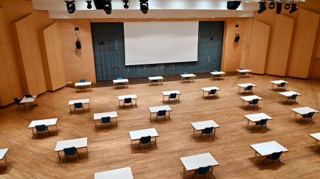 So war die Stadthalle Gersthofenaufgestuhlt, damit zwischen den Räten genügend Abstand vorhanden war.