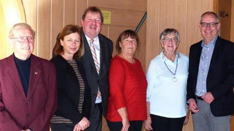 Oskar Sperlich (von links) ist bereits seit 70 Jahren VdK-Mitglied und wurde von Christine Sturm-Rudat, Christian Miller, Gertrud Gokorsch, Luise Kopold sowie Bürgermeister Michael Wörle dafür geehrt.