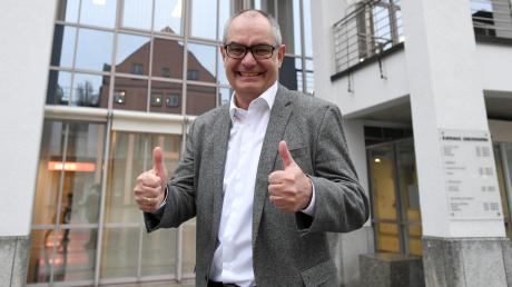Daumen hoch! Michael Wörle bleibt für weitere sechs Jahre Chef im Gersthofer Rathaus. Für die CSU spricht das Ergebnis aber nicht unbedingt für den Bürgermeister.