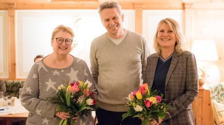 Der BLLV-Vorsitzende Jörg Faßnacht bedankte sich, noch vor den Corona-Beschränkungen, bei den ausscheidenden Mitgliedern Gabi Ott (links) und Karin Klos.