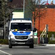 Nachdem zwei Jugendlichen in Zusmarshausen dreimal von einer Polizeistreife kontrolliert wurden, verhängten die Beamten eine empfindliche Geldbuße.