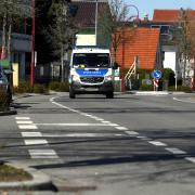 Zwei Jugendliche kontrolliert hat die Polizei in Zusmarshausen. Das hatte Folgen.