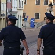 Erneut hat die Polizei wegen Verstößen gegen die Ausgangsbeschränkung eingreifen müssen.
