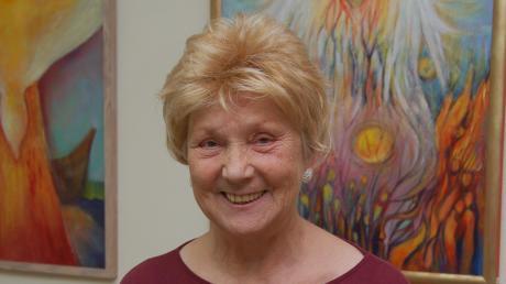 Die Mal-Künstlerin Sofie Weber aus Thierhaupten hadert mit dem Coronavirus, der Schuld war an der Absage einen aussichtsreichen und verkaufsstarken Ostereiermarkt in Bad Wörishofen.