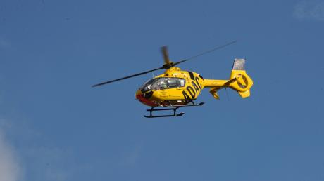 Ein Rettungshubschrauber brachte das schwerverletzte Kind ins Krankenhaus. (Symbolbild)