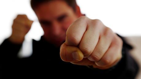 Zwei Betrunkene haben sich in Senden gestritten. Beide wurden handgreiflich.