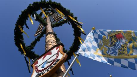 Corona bremst das Brauchtum aus: Viele Gemeinden im Landkreis Augsburg verzichten darauf, einen Maibaum aufzustellen.