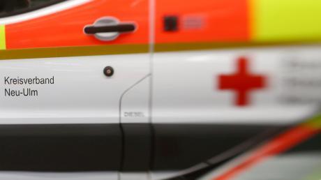 Die Radlerin verletzte sich bei dem Sturz glücklicherweise nur leicht, musste aber dennoch mit dem Krankenwagen in die Uniklinik Augsburg eingeliefert werden.