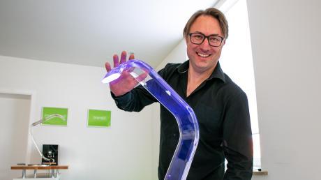Daniel Nusser ist Produktdesigner und bringt mit seiner Marke Mupun Design eine Lampe auf den Markt, die mit berührungslosen Gesten gesteuert wird.