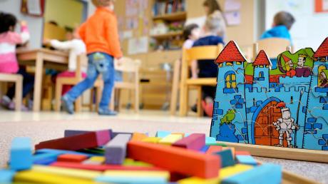 Bereits bis zu den Pfingstferien sollen etwa 50 Prozent der Kindergartenkinder wieder in der Kindertagesstätte betreut werden. Für den Landkreis hieße das, dass etwa 5800 Kinder wieder zurück in die Kindertagesstätten dürften.