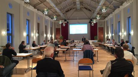 Wegen der aktuellen Corona.Regeln fand die erste Sitzung des neuen Gemeinderats im Dinkelscherber Pfarrheim statt.