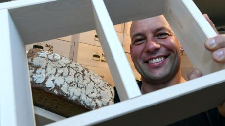 Jochen Wallner aus Diedorf fertigt und vertreibt Brotbackrahmen.