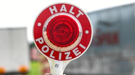 Einen rücksichtslosen Autofahrer hat eine Zivilstreife der Polizei auf der A8 gestoppt.