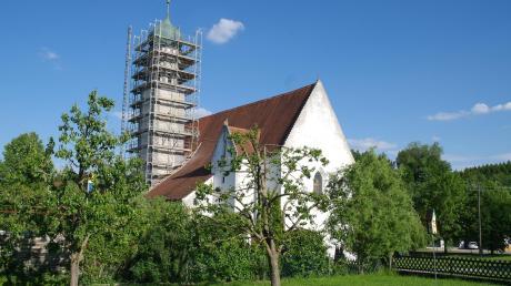 Das Gerüst steht – nun können die Sanierungsarbeiten an der Ehinger Frauenkirche beginnen.