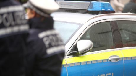 Die Polizei ist aktuell bei einem Unfall auf der A8 bei Zusmarshausen im Einsatz.