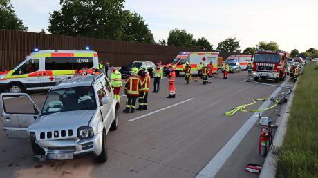 Am Sonntag ereignete sich auf der A8 bei Zusmarshausen ein schwerer Verkehrsunfall.