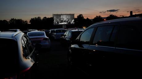 """Eine Menge """"Bammel"""" hatten die Veranstalter des Autokinos in Gersthofen vor der Premiere. Danach konnten sie aufatmen – denn der Abend war aus ihrer Sicht ein Erfolg."""