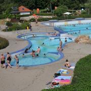 Die Gerfriedswelle in Gersthofen ist an heißen Sommertagen ein Besuchermagnet. In diesem Jahr muss die Zahl der Gäste aber deutlich eingeschränkt werden.