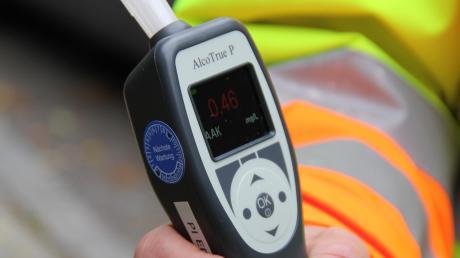 In Babenhausen hat die Polizei einen Autofahrer kontrolliert, der offensichtlich Alkohol getrunken hatte.