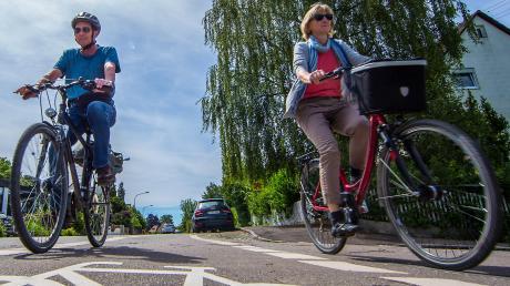 Der Freistaat Bayern will bis 2025 400 Kilometer Radwege an Bundes- und Staatsstraßen neu bauen, um fahrradfreundlicher zu werden. Das lässt er sich einiges kosten.